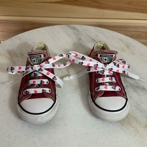Converse Minnie Mouse low tops sneakers SZ 7 girl